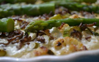 Blumenkohl-Tarte mit Schmand und geräuchertem Tofu