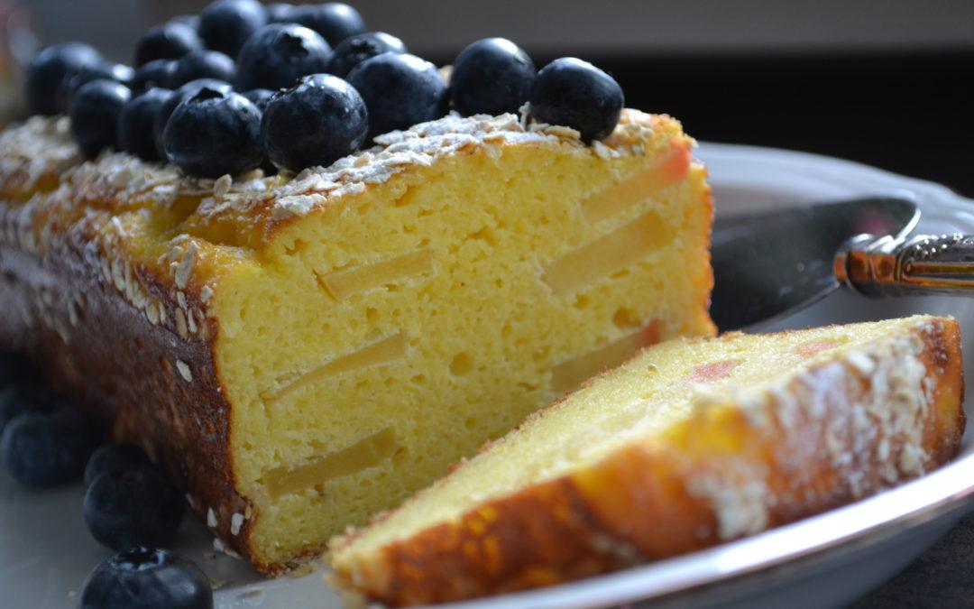 Polenta Kuchen mit Äpfeln und Heidelbeeren